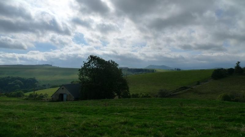 Agence de la vache rouge grange avec 5000 m2 de terrain for 100 m2 de terrain